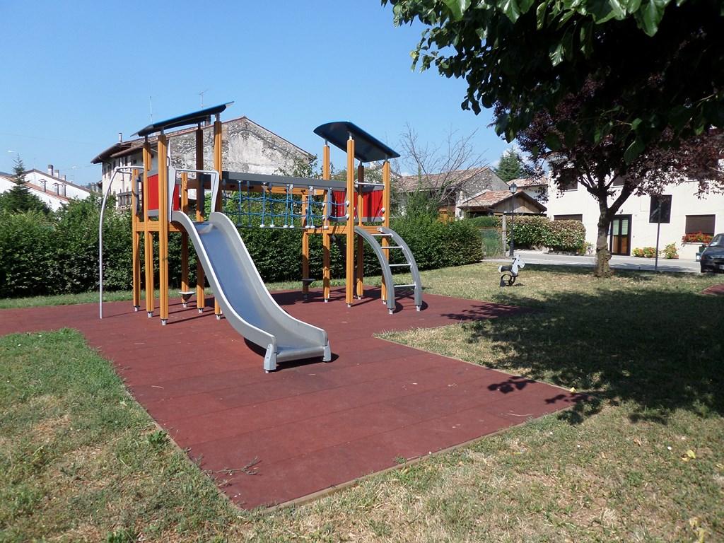 Arredo urbano, parco giochi e zona svago